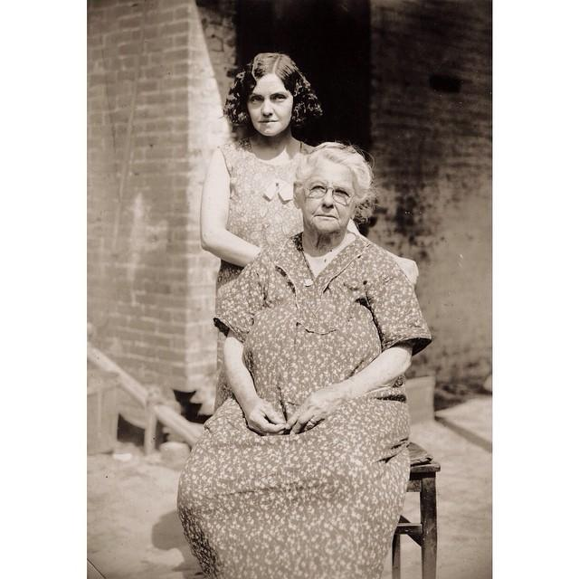 A Vintage Family Portrait of Strong Women Who Left a Legacy of Courage and Strength