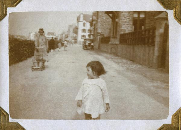 a-remarkable-discovery-in-paris-will-your-family-photos-end-up-in-a-flea-market-2