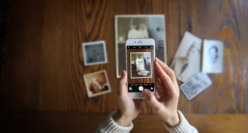 how-to-bring-back-the-tradition-of-vintage-family-photo-albums-with-a-modern-twist
