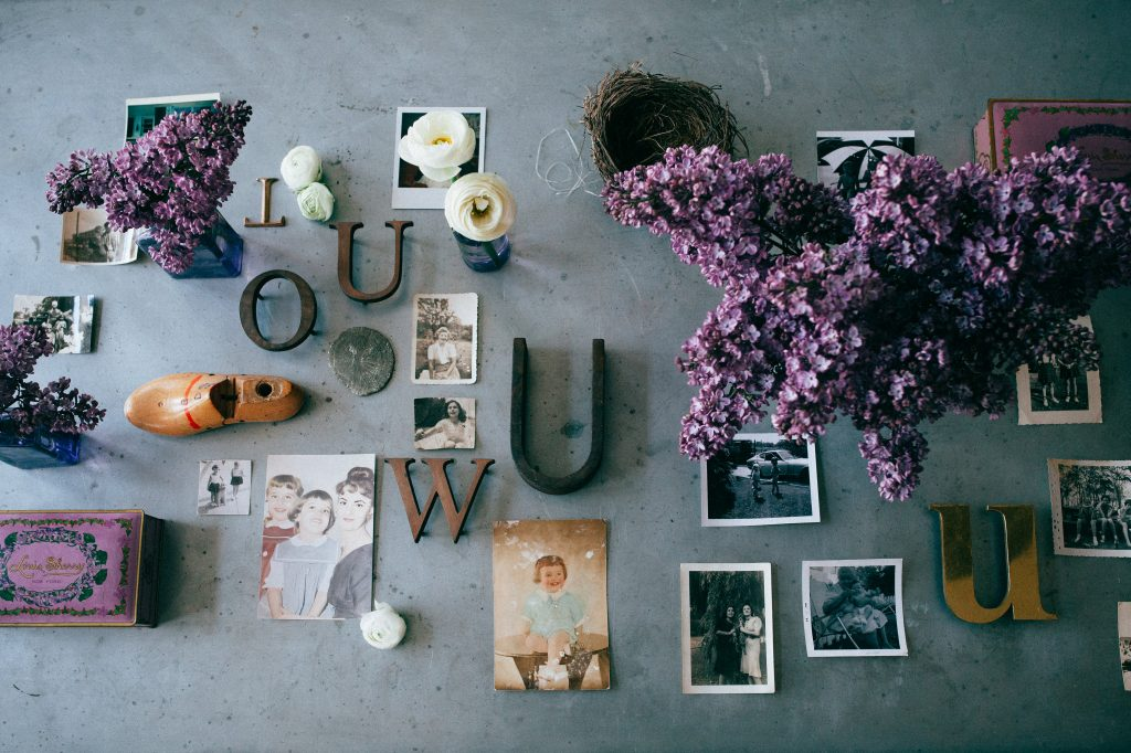 inspiring-ideas-for-incorporating-vintage-family-photos-into-your-mothers-day-celebrations