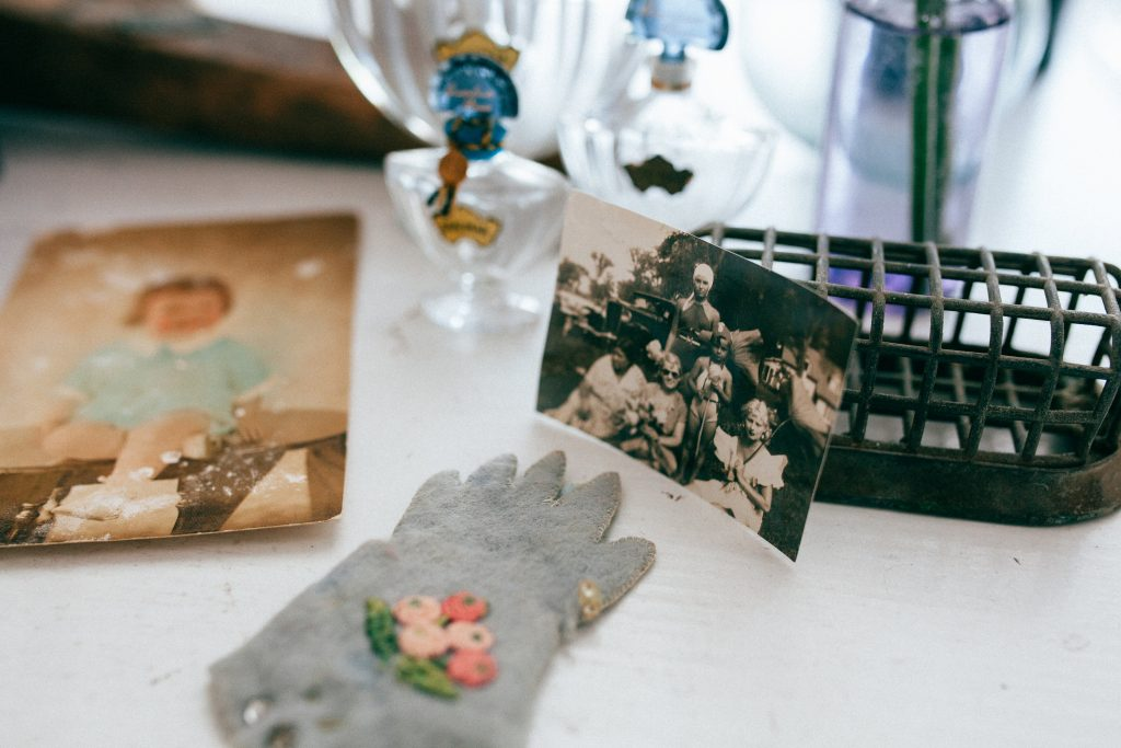 https://www.savefamilyphotos.com/2016/04/28/inspiring-ideas-for-incorporating-vintage-family-photos-into-your-mothers-day-celebrations/